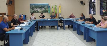 Câmara de Vereadores de Cruzeiro do Sul Mantém Sessão Sem Presença de Público