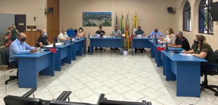 Vereadores aprovam dois projetos na última sessão plenária de 2020