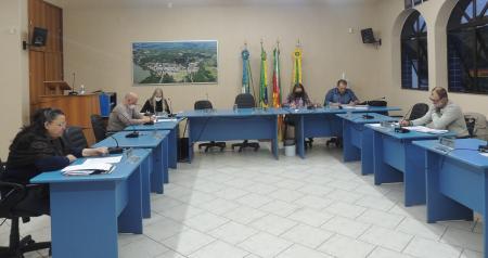 CCJ Aprova Projetos do Executivo