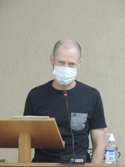*A retirada da máscara é permitida durante o pronunciamento.